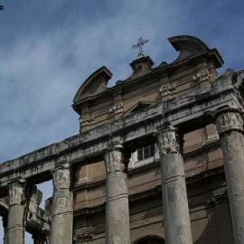 13-foro-romano---tempio-di-ant_1244534711