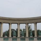 Piazza degli Eroi 02