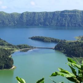 1) Lagoa Verde-Azul