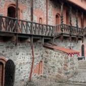 cortile-castello-trakai-tusoperator-1024x410