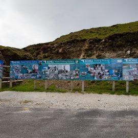 Achill Head - Pannelli che descrivono la cattura degli squali elefante