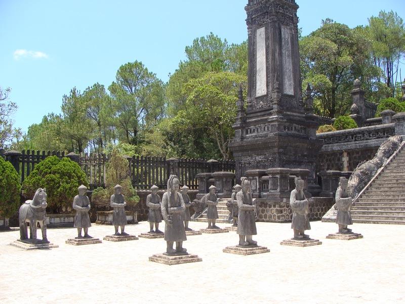tomba-di-Cai-Dinh-Hu