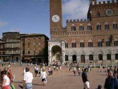 Siena-Piazza-del-Campo1-320x20