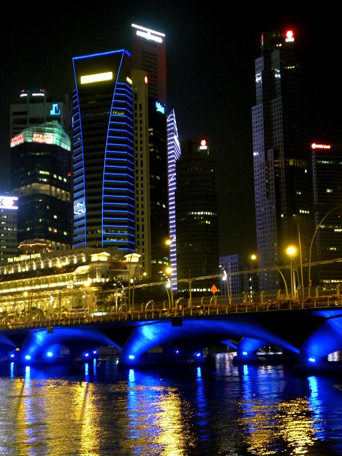 d-singapore-luci-oro-e-blu