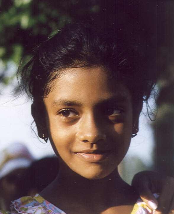 young-girl-at-Pakistani-border